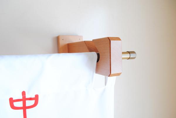 木製のれん掛け(壁付けタイプ)用スリット2